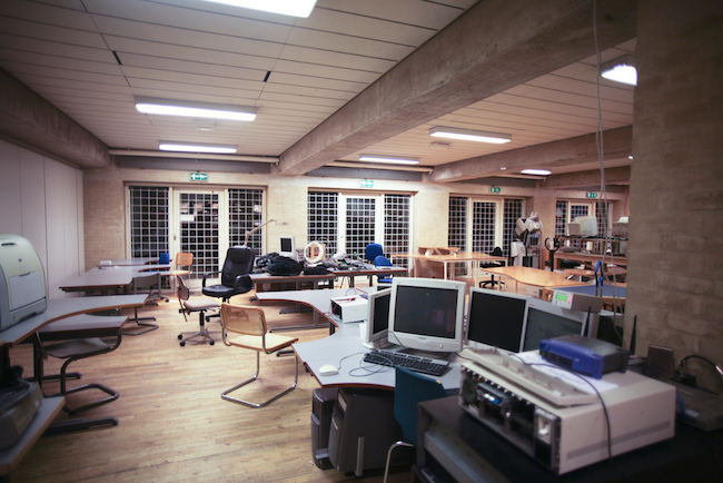 Open workspace hackerspace office design